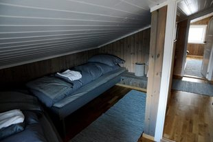 accommodation lodge spitsbergen svalbard snowmobiling.jpg
