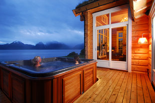 Luxury Lakeside Accommodation, Lyngen Alps