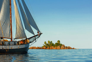 Traditional sailing yacht lodge island Seychelles Marine Life diving wildlife  Lionel Baizeau.jpg