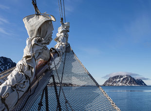 From the bow - Sailing in Spitsbergen - Jordi Plana