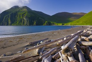 peschanaya-bay-medny-island-commander-islands-russia-.jpg