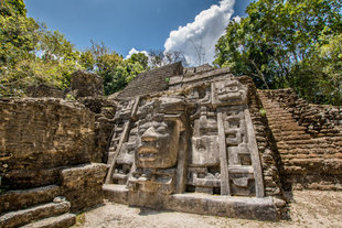 lamanai-mayan-ruins-belize-central-latin-america-travel-holiday-vacation-history-culture-rainforest-rio-bravo-wilderness-ecolodge-photography.jpg